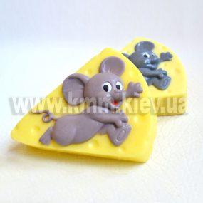 мышка на сыре