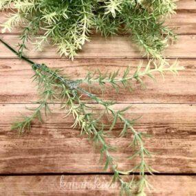 Декоративная ветка зелени
