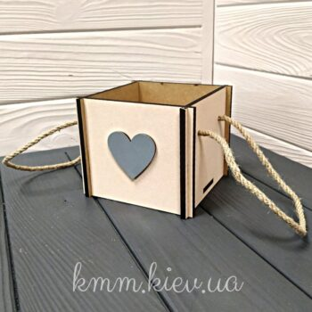 Коробка деревянная с сердцем 12х12