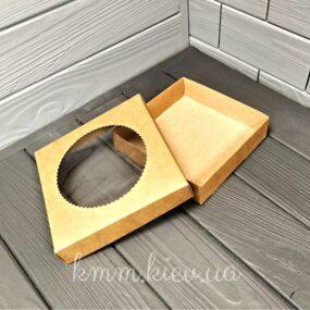 Коробка с круглым окном крафт