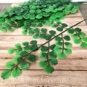 Декоративная зеленая ветка