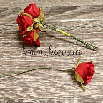 роза на проволоке красная