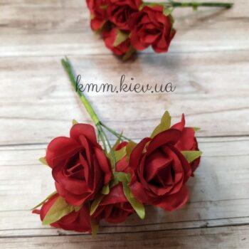 Роза на проволоке красные